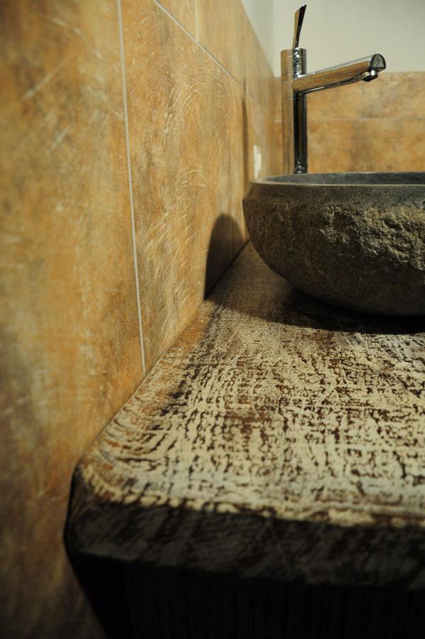 mobili da bagno legno grezzo artigianato per la casa in legno pietra e ferro