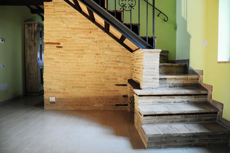 Artigianato per la casa in legno pietra e ferro a osimo for Rivestire porte vecchie